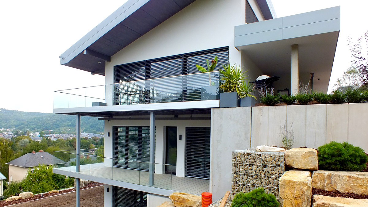 balkone hawa hansen wallenborn gmbh herforst. Black Bedroom Furniture Sets. Home Design Ideas